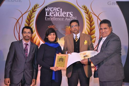 Extreme right - Prof. Dr. Suresh Nagpal, Chairman, Krupanidhi School of Management, receiving the award (PRNewsFoto/Krupanidhi School of Management)