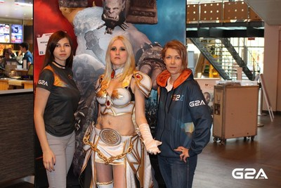 G2A.COM and cosplayer Kate T. Raider in Frankfurt, Germany during the movie premiere of Warcraft: The Beginning (PRNewsFoto/G2A.com)