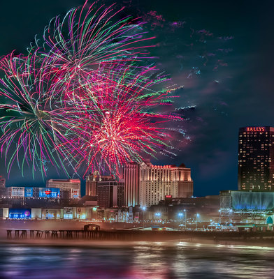 Atlantic City's FREE 4th of July Fireworks Spectacular. (photo credit R. Kennedy/ACA) (PRNewsFoto/Atlantic City Alliance)