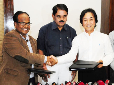 MoU signing ceremony between the State of Andhra Pradesh (India) and Kii Corporation. Signed in presence of the IT Minister of the State of Andhra Pradesh on July 20th. Seen in the picture - from left to right: (1) Mr. J.A. Chowdary, Special Chief Secretary to the Chief Minister of Andhra Pradesh (2) Mr. Raghunatha Reddy, Information Technology & Communications Minister for Andhra Pradesh (3) Mr. Masanari Arai, CEO & Co-Founder of Kii Corporation.