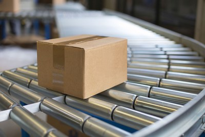 Onlineprinters, the provider of online print services, enables drop shipping for resellers. Logistics processes such as tracking parcels have been optimised so that customers benefit from flexible delivery times. Copyright: (C) nikbu / Fotolia.com (PRNewsFoto/Onlineprinters GmbH)