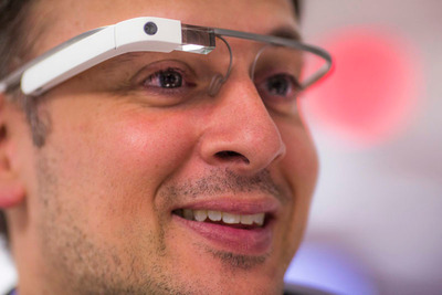 Michael Chasen in Google Glass (PRNewsFoto/SocialRadar)