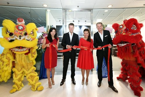 On Site, from left to right side: Yvonne Chen Neddo, Regional Director Asia Expomobilia AG; Jean-Marc Devaud, CEO Live Marketing Solutions; Marine Hamou, Managing Director MCH Global AG; Florian Faber, Managing Director Expomobilia AG (PRNewsFoto/Expomobilia AG)