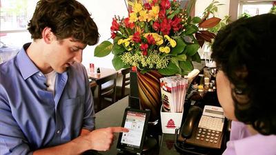 GrubHub co-founder and CEO Matt Maloney walks a restaurant owner through the simple OrderHub confirmation process.