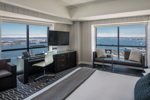 A newly renovated guest room at Manchester Grand Hyatt San Diego.  (PRNewsFoto/Manchester Grand Hyatt San Diego)