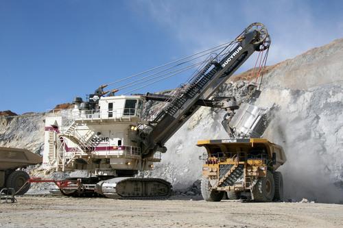 A Bucyrus 495HR Electric Mining Shovel loading a Cat 793C mining truck at a mine site.  (PRNewsFoto/Caterpillar Inc.)