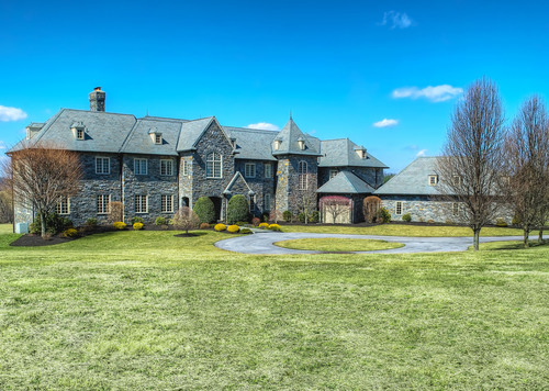 Exquisite English Manor Near Equestrian And Golf Amenities On The Main Line Just Outside