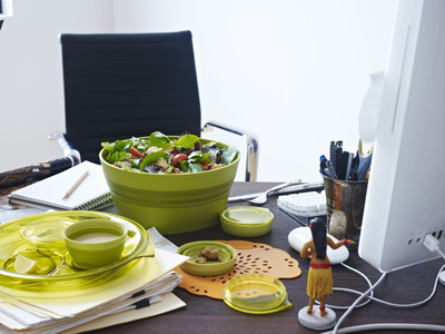 The Aladdin Collapsible Salad Set's individual ingredient containers keep greens and toppings fresh until lunch. Leak proof, dishwasher safe and decidedly stylish - it's lunch, fixed!