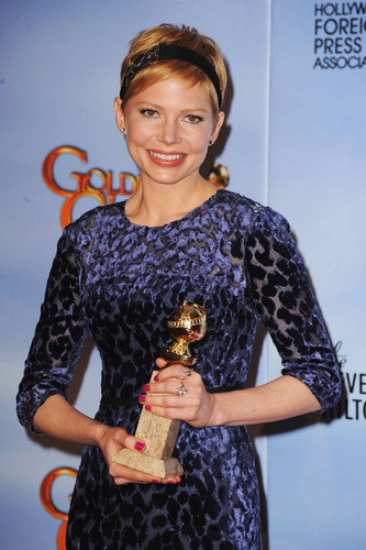 Golden Globe Winner Michelle Williams wears Fred Leighton for Forevermark diamond jewelry to the 69th Annual ...