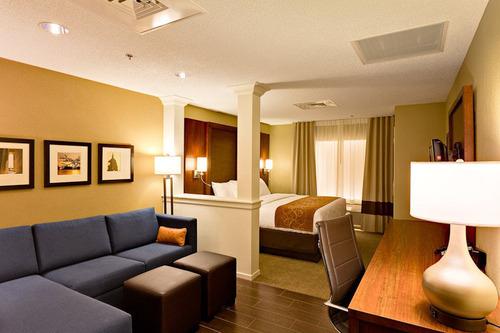 Comfort Suites Guestroom.  (PRNewsFoto/Choice Hotels International, Inc.)