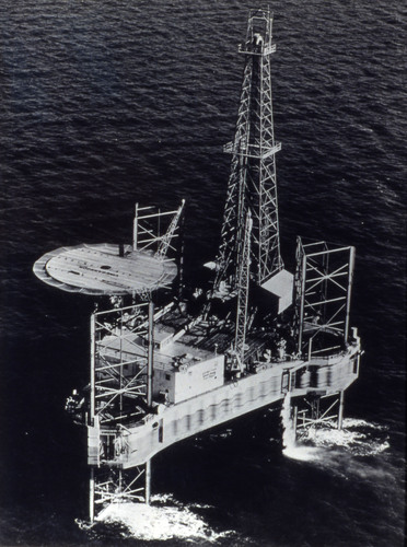 HS318: Vinegarroon mobile drilling platform, Zapata Offshore Company of Houston, Texas, date unknown. Photo: ...