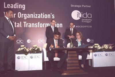 Signing ceremony between ITIDA's CEO Asmaa Hosny (Right) and Jyoti Lalchandani IDC's vice president and managing director for the Middle East Africa (PRNewsFoto/International Data Corporation)