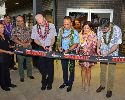 Applebee's celebrates the opening of the first Hawaii location with a ribbon cutting