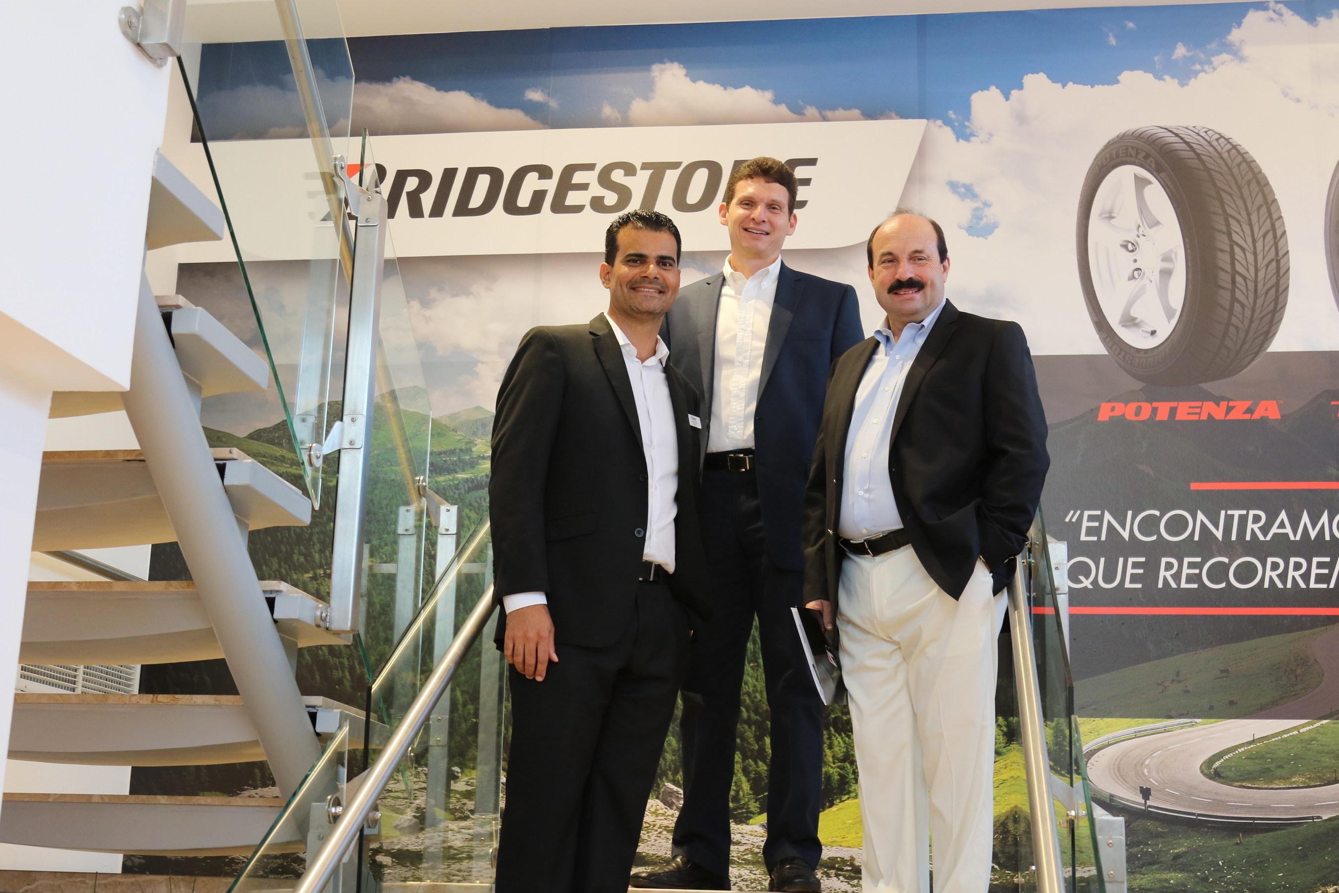 """En la fotografia """"BS ejecutivos..."""" aparecen, de Izq. a Der.: Josue Correa, Presidente de Correa Tire Distributors; Erick Herrera, Country Manager de Bridgestone Costa Rica, y Daniel Benvenuti; Presidente de BS-LAN."""
