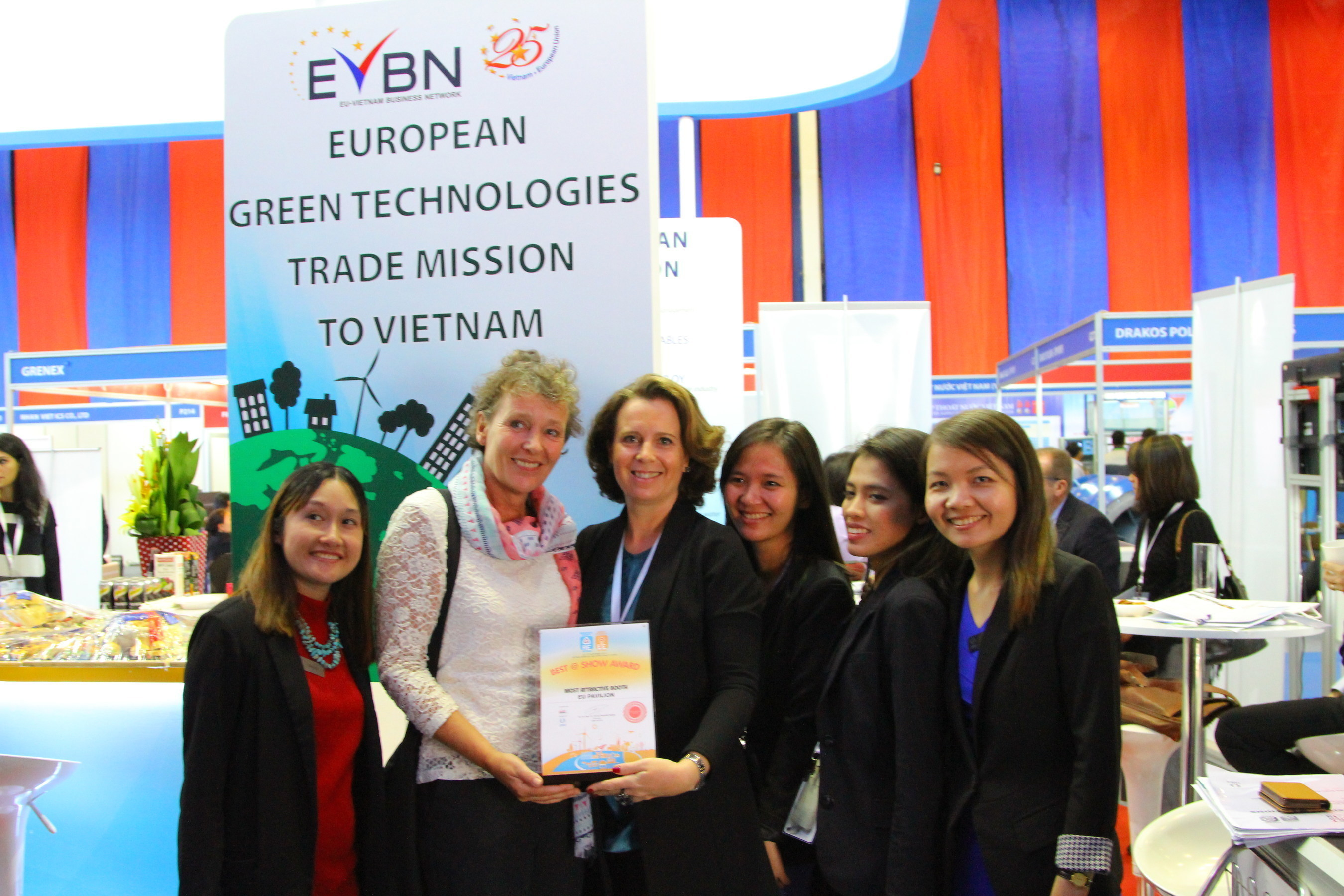 The EU Pavilion won the most attractive booth at RE & EE Vietnam 2015