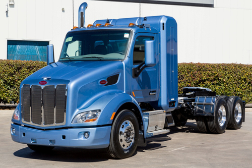 Peterbilt Showcases Quantum's New Back-of-Cab CNG Storage System.  (PRNewsFoto/Quantum Fuel Systems Technologies Worldwide, Inc.)
