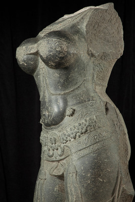 Torso of a female deity (detail), 1400-1600. Southern India. Stone. Asian Art Museum, The Avery Brundage Collection, B63S3. © Asian Art Museum, San Francisco.