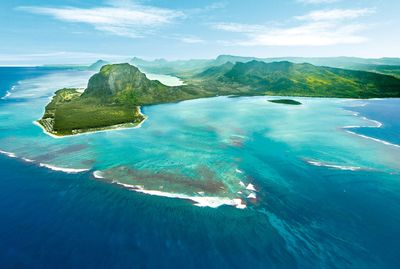 The new RIU Resort in Mauritius is located on the impressive Le Morne Peninsula, by the beautiful white sand and turquoise water beach. (PRNewsFoto/RIU Hotels _ Resorts)