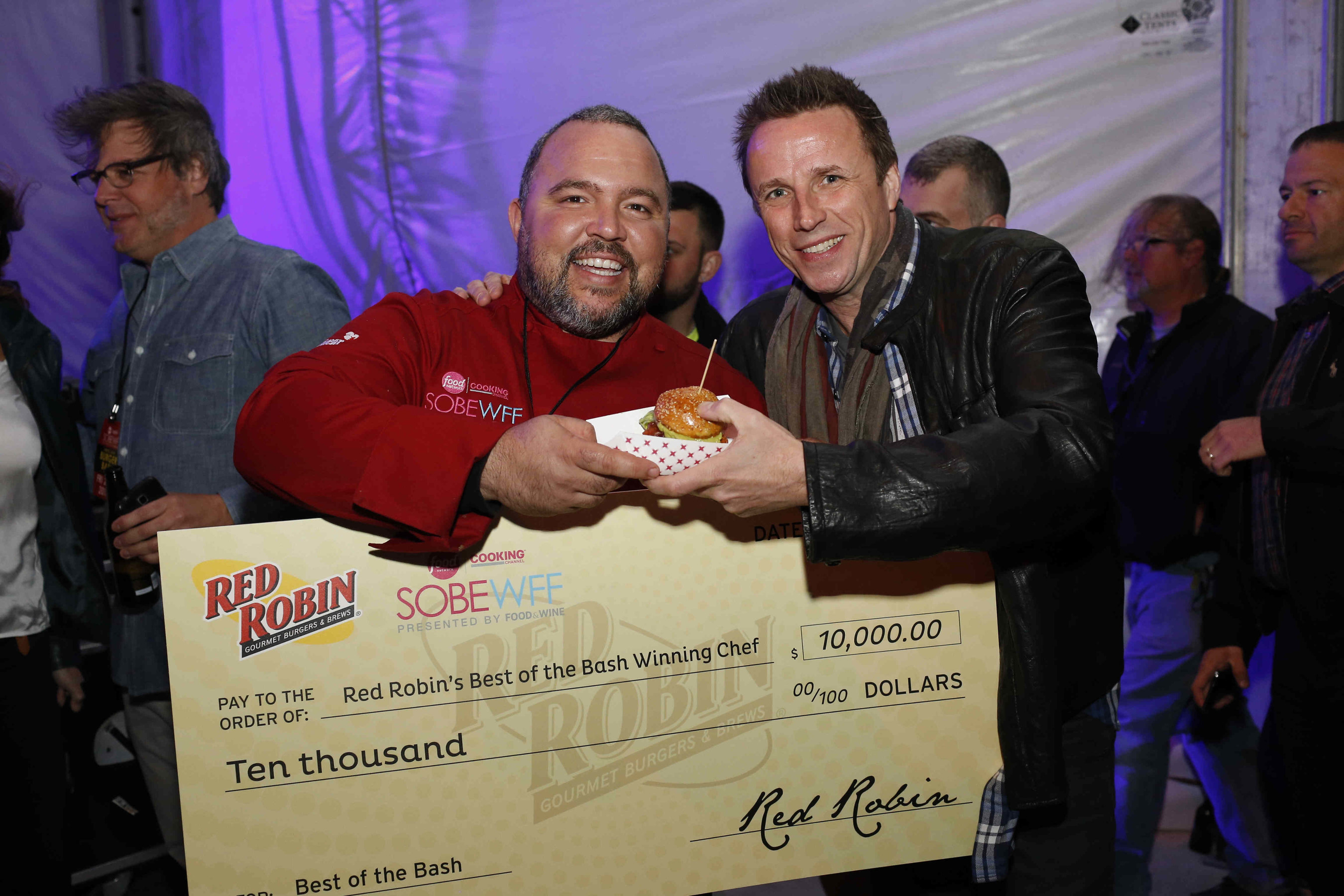 Chef Michell Sanchez's Madlove Champ Burger Delights Judges' Taste Buds, Wins Red Robin's Best of the Bash Award at the Amstel Light Burger Bash