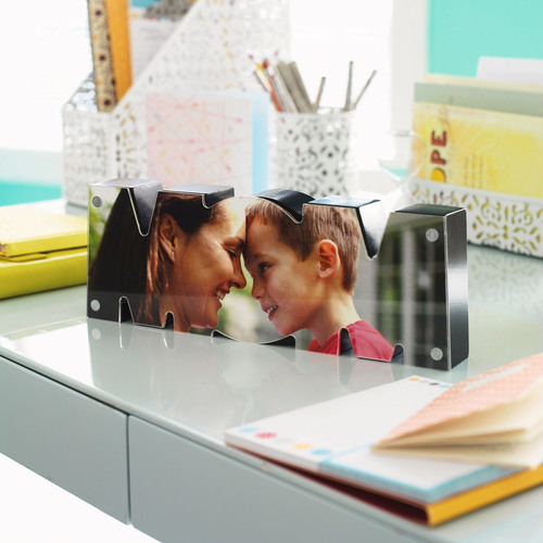 Hallmark Gold Crown stores partner with Shutterfly to help consumers create One-of-a-Kind Creations.  (PRNewsFoto/Hallmark Cards, Inc.)