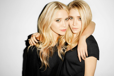 BEACHMINT TO LAUNCH LIVE 'CYBER MINT MONDAY' SOCIAL COMMERCE EXPERIENCE ON FACEBOOK WITH R TO Z MEDIA, AND MARY-KATE OLSEN AND ASHLEY OLSEN.  (PRNewsFoto/BeachMint)