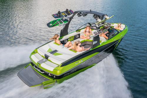 2015 Malibu Boats Wakesetter 22 VLX (PRNewsFoto/Malibu Boats)
