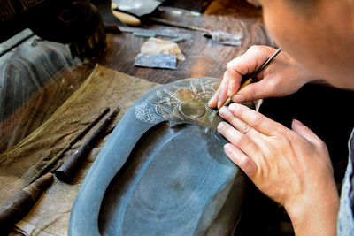 Huangling Village's special folk customs carnival in recognition of the Chinese Cultural Heritage Day on June 11 showed how to make inkstones, which were used in ancient China for the storage of ink. (Photo: Wang, Jian)