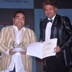 Dr. Mukesh Batra receiving award from Abhimanyu Ghosh, Chairman and Editor in Chief, WCRC (PRNewsFoto/Dr_ Batra's)