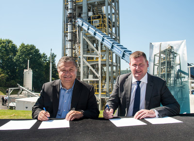Lockheed Martin Energy VP Frank Armijo and CoGen Limited CEO Ian Brooking sign a teaming agreement for waste-to-energy projects in the U.K., starting with a plant in Cardiff, Wales.