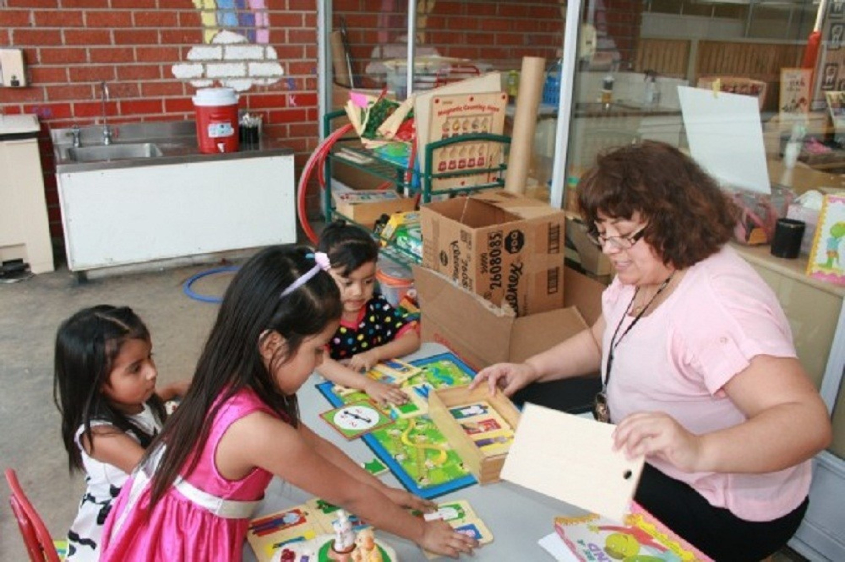 Coast Packing Co. to Support Para Los Niños' Felices Fiestas 2015, Offers Donation to Volunteers