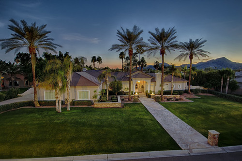 Concierge Auctions successfully auctions the East Caron Estate in Paradise Valley, Arizona in cooperation with ...