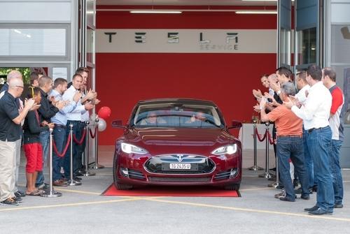 Erste Schweizer Kunden bekommen heute ihr Model S in Zürich/Winterthur
