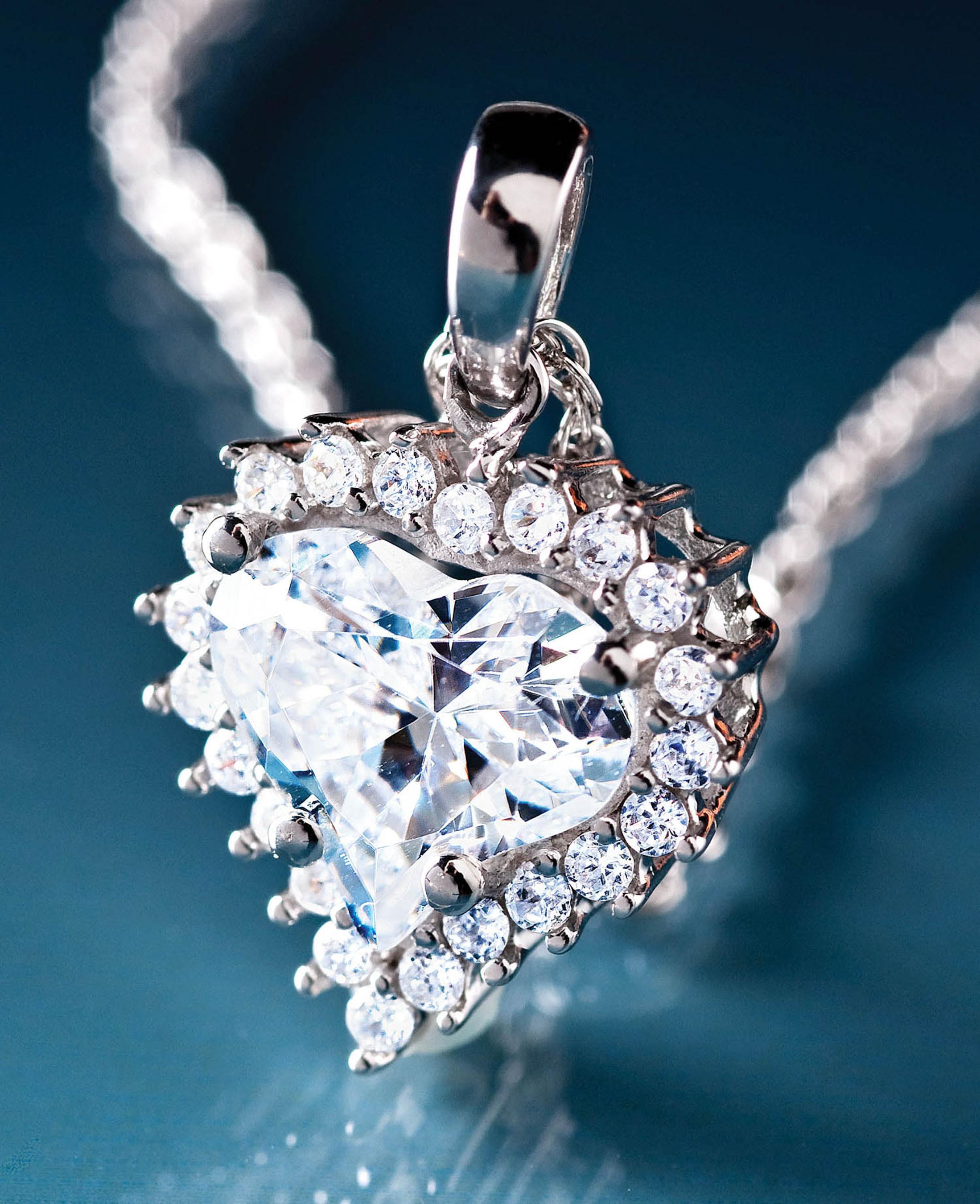 DiamondAura True Heart Necklace, $14, available at www.stauer.com/valentinesday. (PRNewsFoto/Stauer) (PRNewsFoto/STAUER)