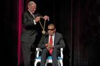 L'Université de Louisville décerne la récompense Grawemeyer Spirit Award à Muhammad Ali