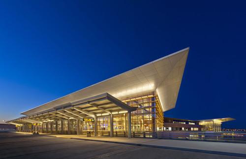Pelli Clarke Pelli Architects' Airport Terminal Opens in Winnipeg