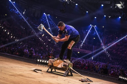 A new national record was set by the Italian Paolo Vicenzi at the Underhand Chop: it took him only 25.13 seconds to cut a log into half with an axe. (PRNewsFoto/STIHL TIMBERSPORTS Series)