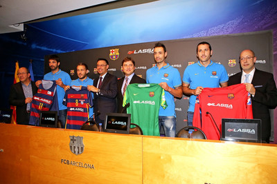 "Vice President of FC Barcelona Manel Arroyo; FC Barcelona President Josep Maria Bartomeu; Brisa Board Member, Hakan Bayman; Brisa General Manager, Yigit Gurcay; Together with the captains of the Club's indoor teams which will be officially named ""FC Barcelona Lassa"" for the next four seasons holding the the new jerseys designed for this season (PRNewsFoto/Lassa Tyres and Brisa) (PRNewsFoto/Lassa Tyres and Brisa)"
