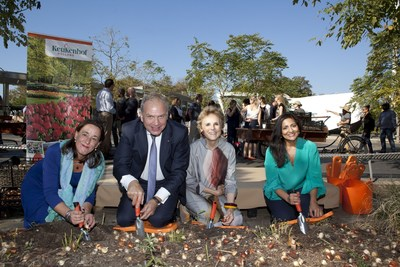 Annemarie Gerards (PR Keukenhof), Dolph Hogewoning (Consul General), Warrie Price (President Battery Conservancy) and Rosina Shiliwala (Director Holland Marketing USA) planted the first tulip bulbs donated by Keukenhof for a flower display at The Battery New York. (PRNewsFoto/Keukenhof)