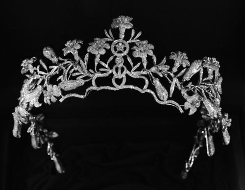 Johnathon Arndt Designs Carrie Underwood's 40 Carat Diamond Tiara. (PRNewsFoto/Johnathon Arndt Gallery of Jewels)
