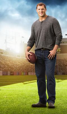 dENiZEN(R) From The Levi's(R) Brand Teams Up With Dallas Football Star Jason Witten.  (PRNewsFoto/dENiZEN jeans)