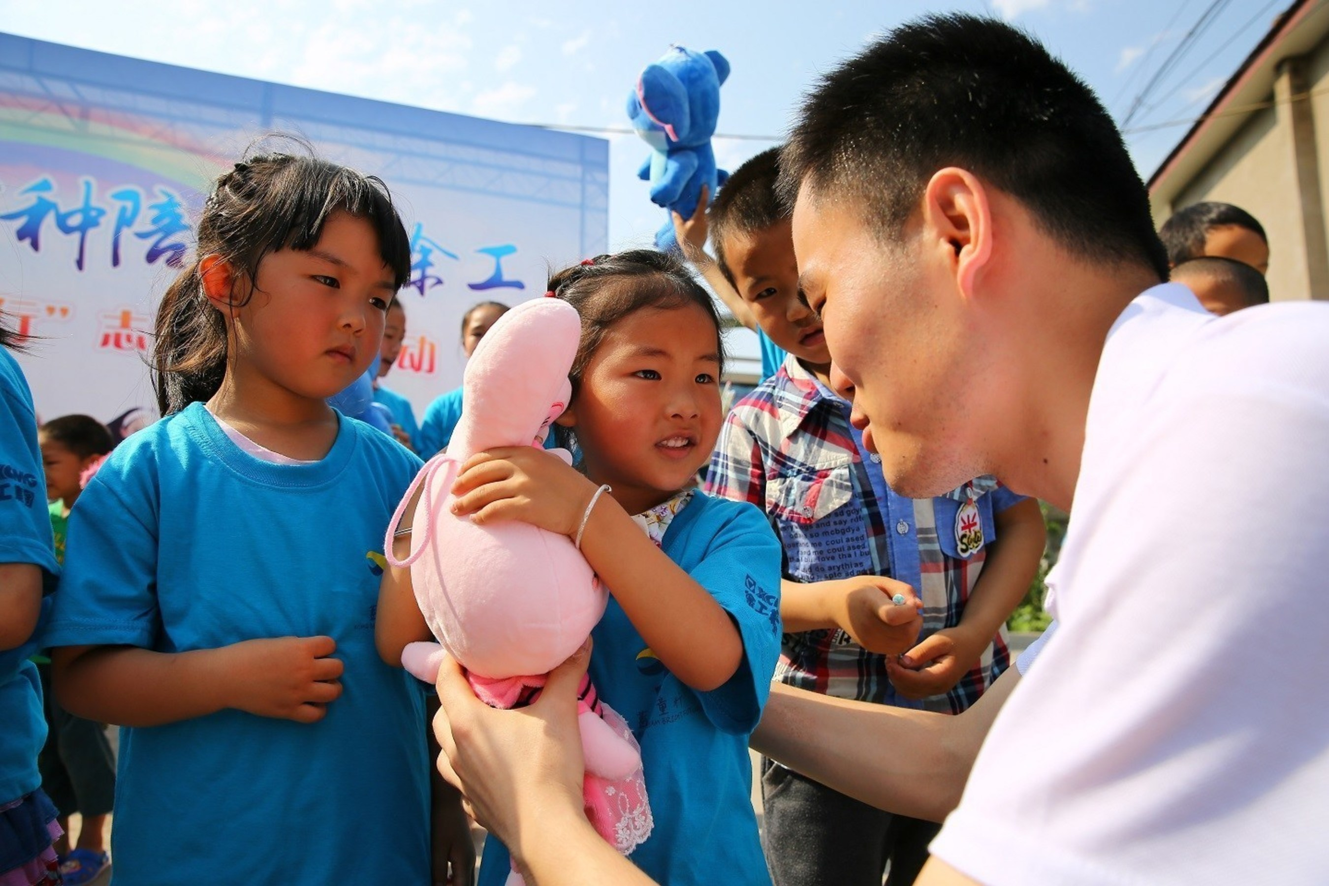 """XCMG's latest public welfare project Children's Home was officially launched in Qingliang Village, Sichuan, China to provide all-around support from education to career planning for the """"left-behind"""" children."""