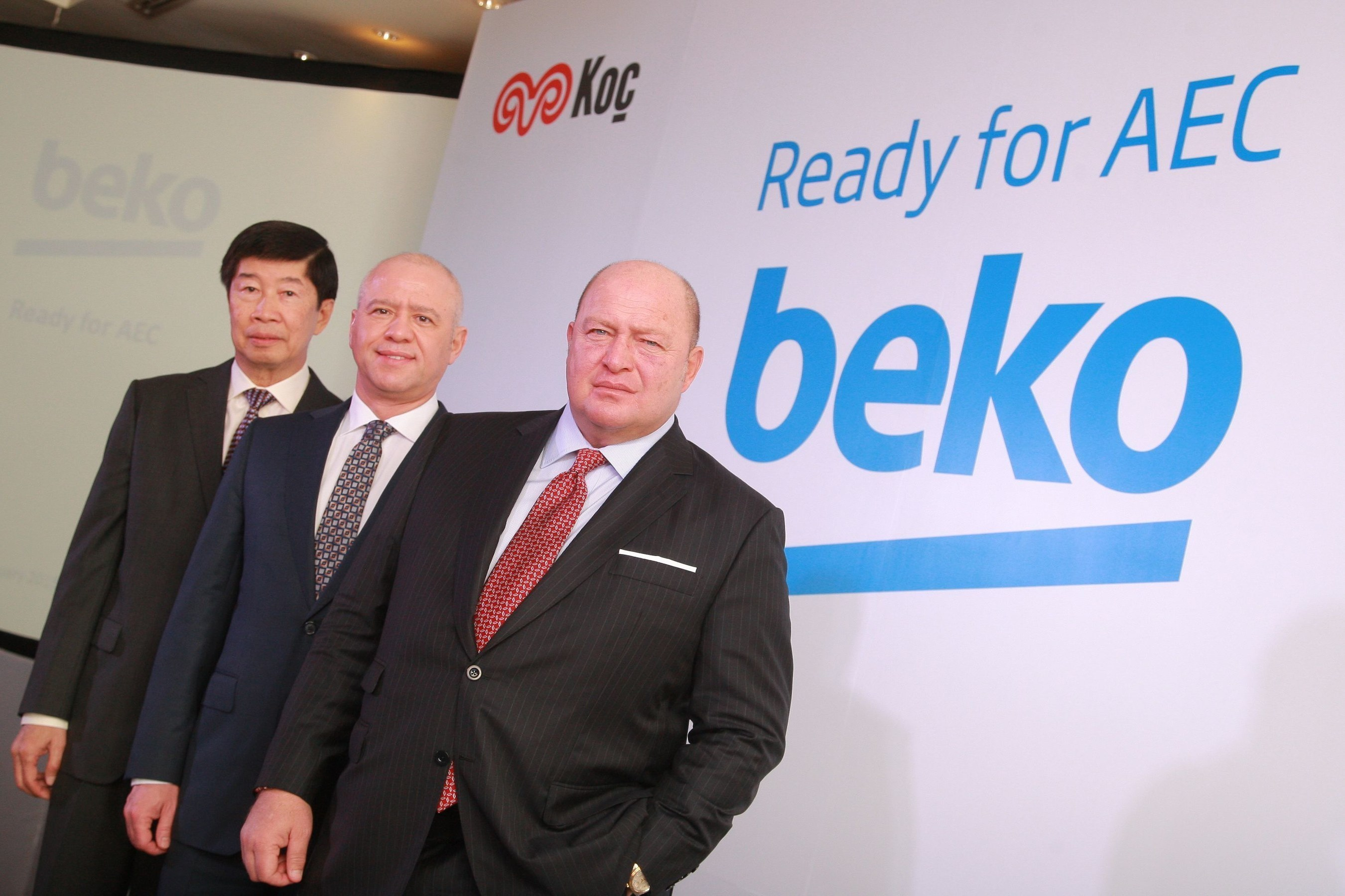 Mr. Levent Cakiroglu (centre), global CEO, Arcelik A.S., the owner of the Beko brand, Mr. Mustafa V. Koc (right), Chairman of Koc Holding, and Mr. Dhevan Liauburindr (left), President, Titanco International Co., Ltd.