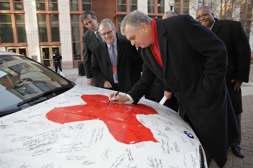 US Transportation Secretary Ray LaHood and BMW of North America President Jim O'Donnell Share