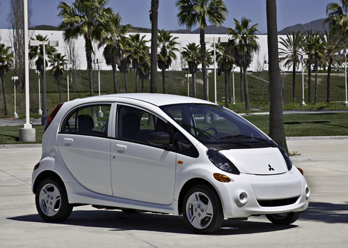 Mitsubishi Motors and the State of Hawaii Demonstrate Their Commitment to the Electric Vehicle With