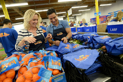 LOS ANGELES (February 5, 2014): Actors Jennie Garth and Mario Lopez celebrate a day of pure goodness with Wonderful Halos and Feeding America at the Los Angeles Regional Food Bank.  (PRNewsFoto/Paramount Citrus)