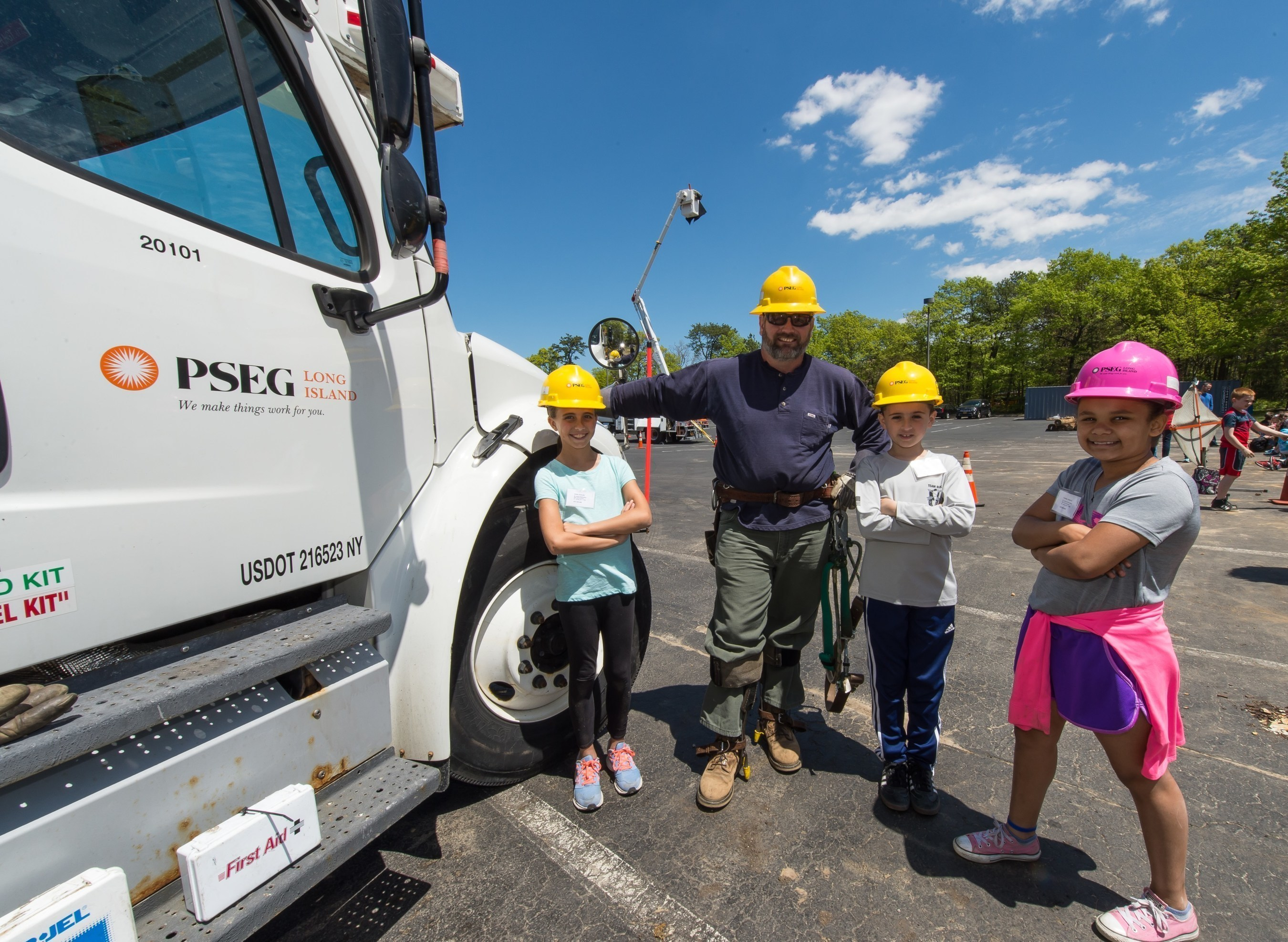 Pseg Long Island And Ibew Local 1049 Teach Electrical Safety