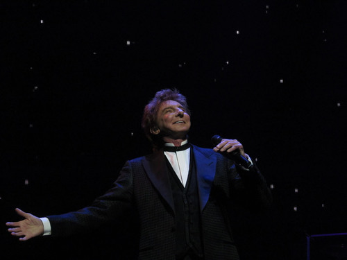 Manilow on Broadway, St. James Theatre, New York City.  (PRNewsFoto/STILETTO Entertainment)