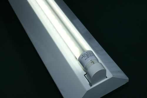 YRS Trade Showcases Industry's First Double-Sided, Fluorescent-Type LED Lighting Device, Now Under