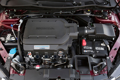 "Honda ""Earth Dreams Technology"" V-6 engine from 2013 Honda Accord.  (PRNewsFoto/American Honda Motor Co., Inc.)"