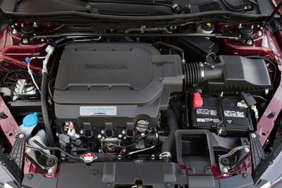 "Honda ""Earth Dreams Technology"" V-6 engine from 2013 Honda Accord.  (PRNewsFoto/American Honda Motor Co., Inc.)"